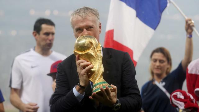 Deschamps defende que Griezmann ou Mbappé vença como melhor do mundo
