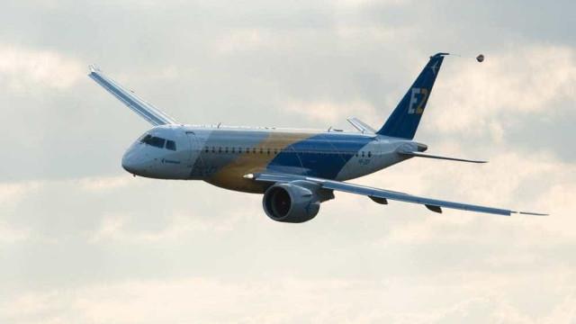 Boeing da Turkish é atingido por outro avião em aeroporto