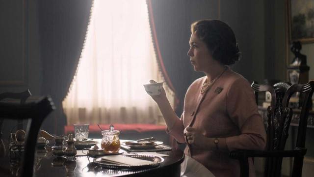 Netflix divulga primeira imagem de Olivia Colman como Elizabeth II