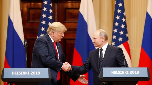 Trump e Putin se reúnem e prometem melhorar relações