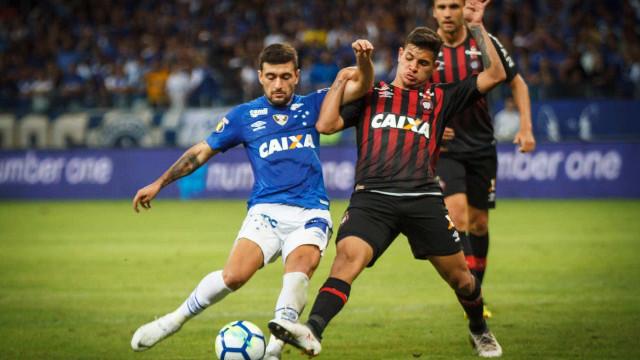 Cruzeiro cede empate ao Atlético-PR, mas avança na Copa do Brasil