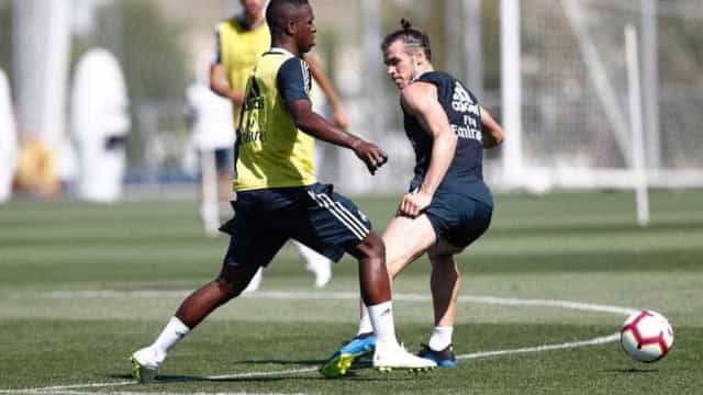 Bale fica 'tonto' com drible de Vinícius Jr. em treino no Real Madrid