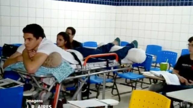Estudante de Medicina que assistia à aula em maca faz reabilitação