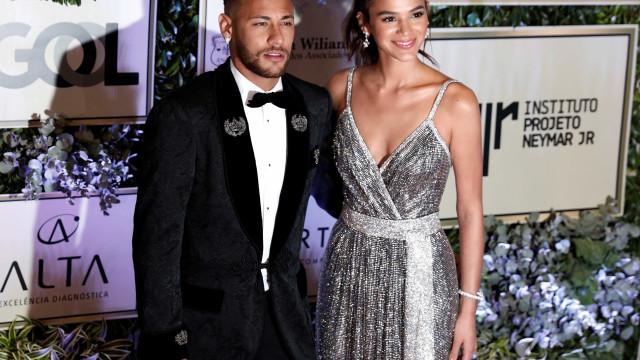 Neymar brinca com 'mágica' de Bruna e atriz reclama: 'Vou te bater'
