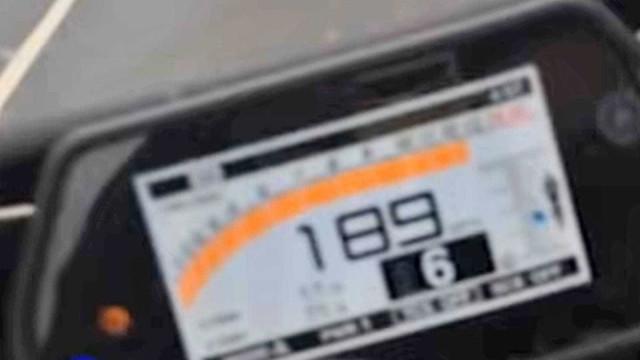 Motociclista é preso por filmar ele mesmo a mais de 300 km/h