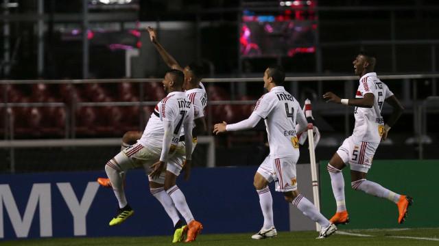 Reinaldo faz dois gols e São Paulo vence Corinthians no Morumbi