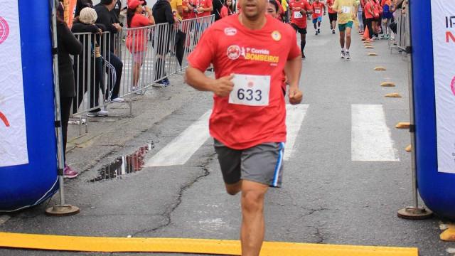 Atleta infarta e morre durante corrida de rua em Guarujá (SP)
