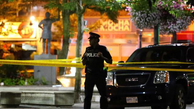 Ataque a tiros em Toronto deixa uma mulher morta e 13 feridos
