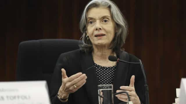 Cármen Lúcia no Planalto desapropria 11 imóveis para tribunais