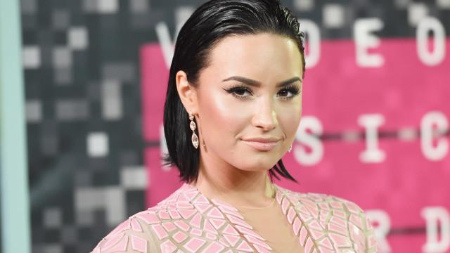 Mãe de Demi Lovato fala sobre como recebeu notícia de overdose da filha