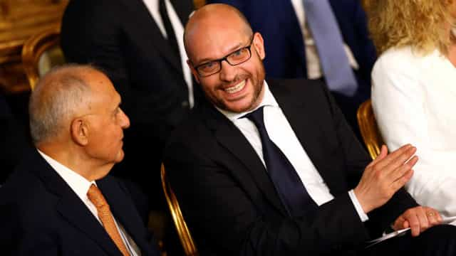 Ministro italiano quer proibir registro de filhos de gays