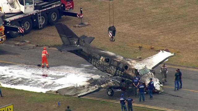 Sobreviventes de acidente aéreo andavam em volta do avião, diz capitão