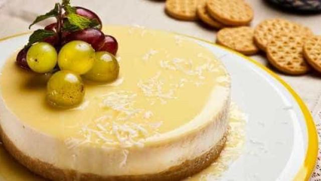 Torta Mousse de Coco com Baba de Moça é garantia de sucesso! Aprenda