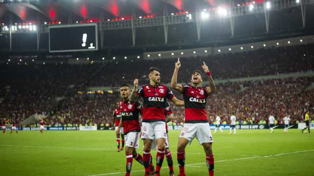 Flamengo se reapresenta e vive incertezas para clássico