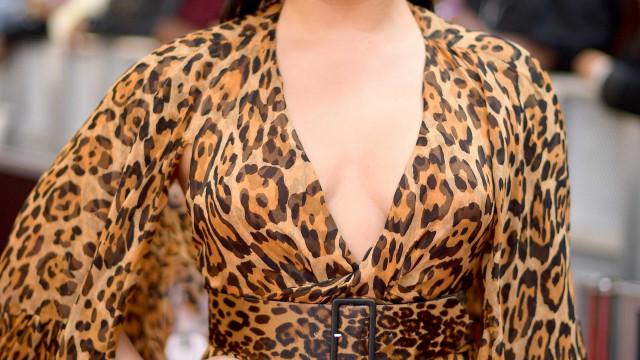 Propaganda gordofóbica revolta Demi Lovato: 'Que vergonha'