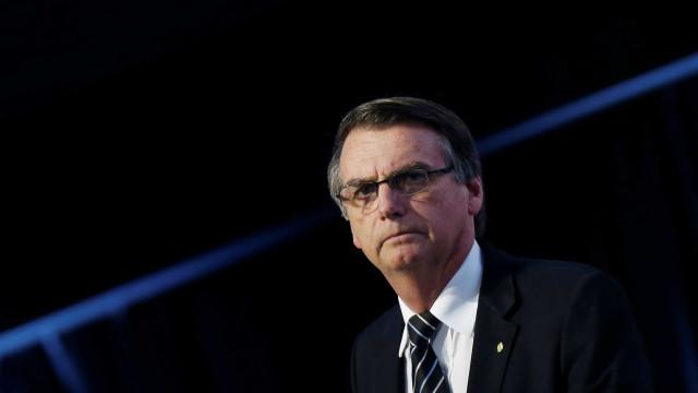 Bolsonaro retira dreno e recebe 'dieta leve', diz hospital
