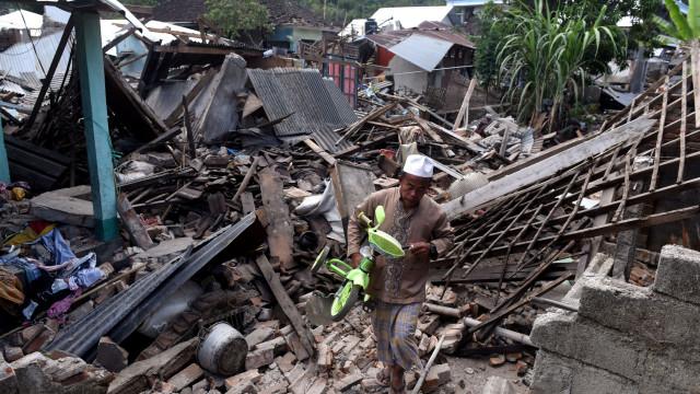 Número de mortos do terremoto em Lombok aumenta para 436