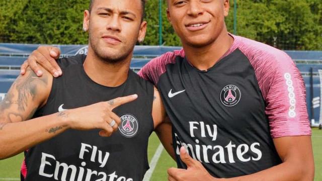 Aplaudido, Mbappé volta aos treinos pelo PSG e exalta Neymar