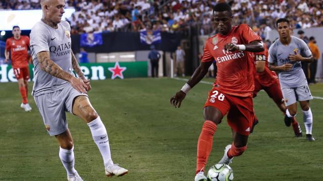 Com Vinícius em campo, Real vence a Roma com gols de Bale e Asensio