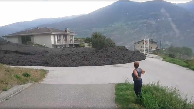 'Onda' de lama invade vila na Suíça após deslizamento de terras