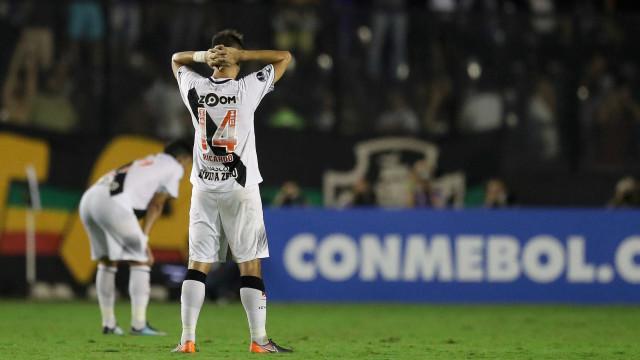 Vasco vence LDU, mas é eliminado da Sul-Americana