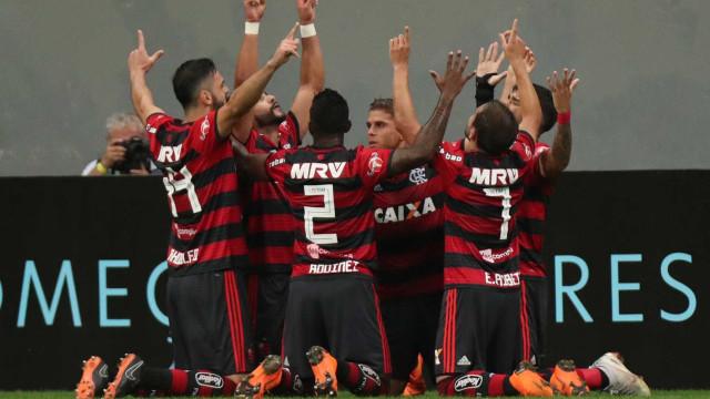 Flamengo vê mais chances de título, mas evita falar em prioridade