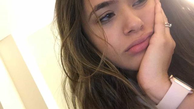 Maísa Silva chora em último dia de intercâmbio em Nova York