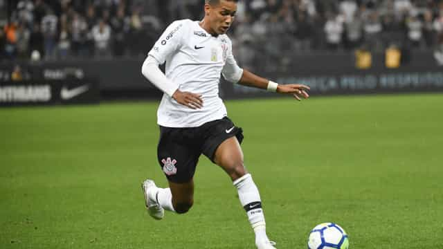 Com time reserva, Corinthians leva a virada da Chapecoense no fim