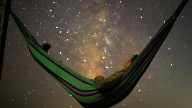 Chuva de meteoros faz show de luzes no céu em todo o mundo