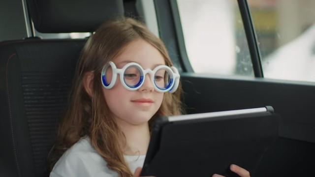 Enjoa em viagens de carro? Conheça os óculos que podem ser a solução