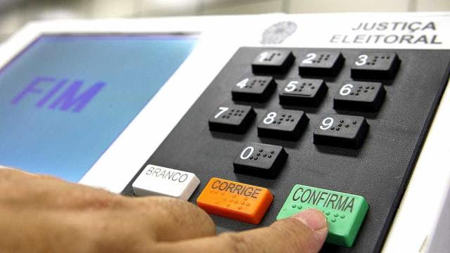 Incluir número de candidato na assinatura ao votar pode levar à prisão