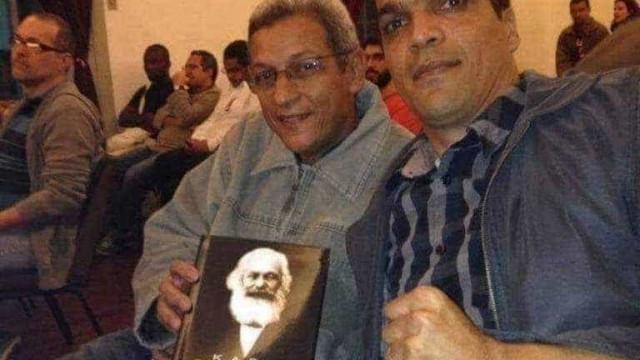 Foto de Cabo Daciolo com biografia de Karl Marx é verdadeira