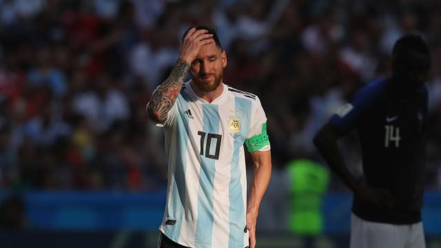 Messi tira 'férias' da seleção e pede para não jogar mais em 2018