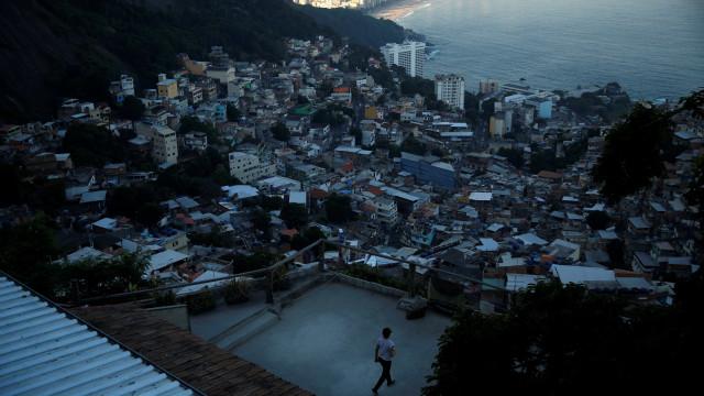 Rio tem 11 tiroteios nesta terça; mulher morre com bala perdida