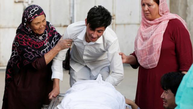 Explosão em escola de Cabul deixa mais de 40 mortos