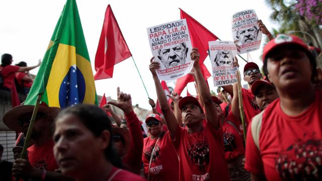 PT reúne milhares de pessoas no TSE para registrar candidatura de Lula