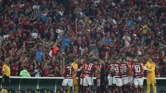 Flamengo vence o Grêmio no Maracanã e vai à semi da Copa do Brasil