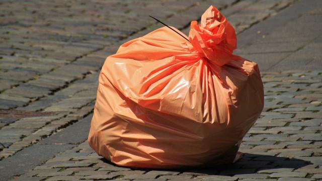 Gari morre atropelado pelo caminhão de lixo em que trabalhava