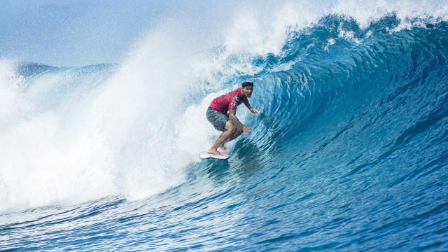 Medina e Filipinho avançam às quartas de final na etapa do Taiti