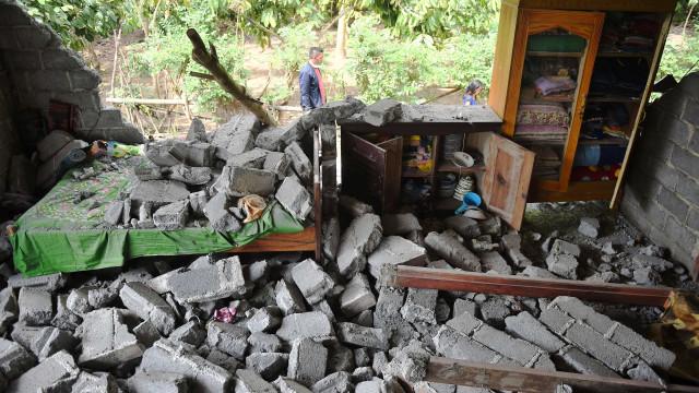 Mais um forte terremoto atinge a Indonésia
