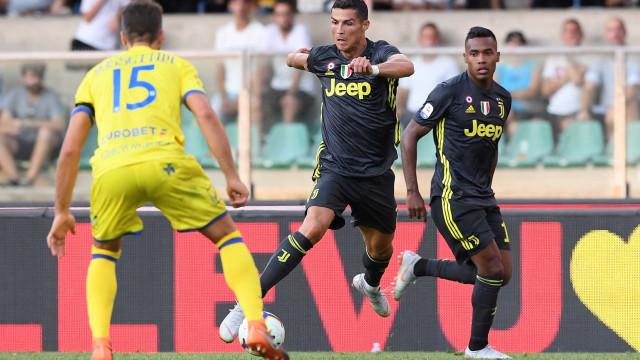 Cristino Ronaldo para em goleiro na estreia, mas Juventus vence