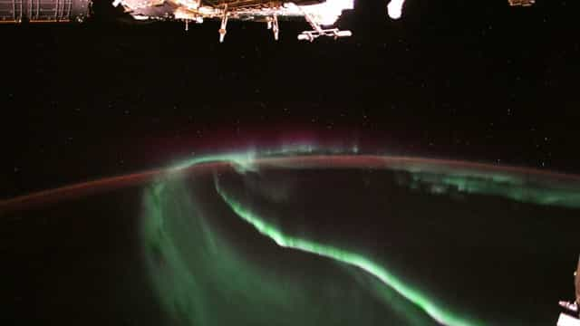 Nasa divulga foto da aurora boreal vista do espaço