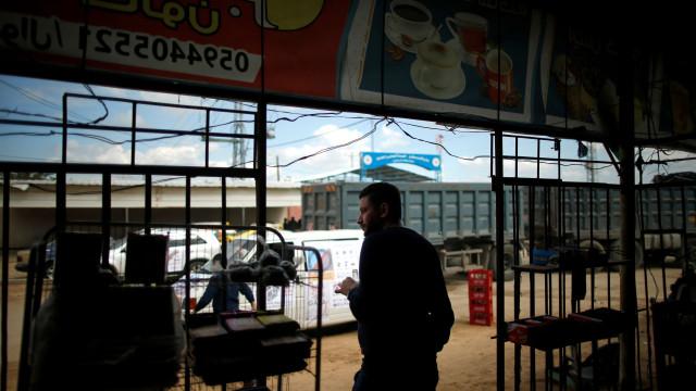Israel fecha passagem de fronteira com a Faixa de Gaza