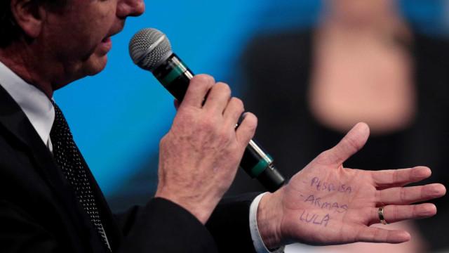 Bolsonaro se irrita com repórter e abandona entrevista