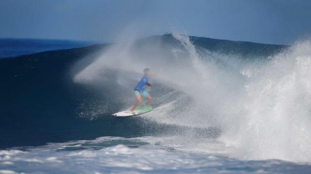 Com onda decisiva no último minuto, Medina fatura título no Taiti
