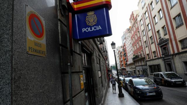 Homem morre após invadir delegacia na Catalunha e gritar 'Allahu Akbar'
