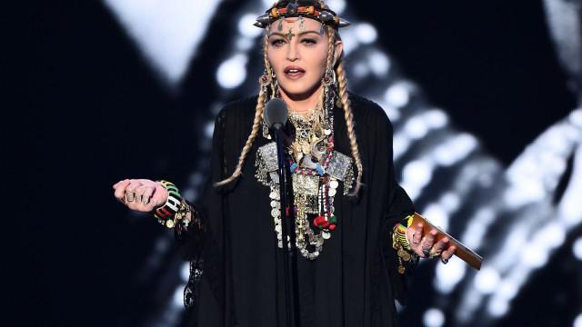 Madonna compartilha vídeo da filha tocando piano