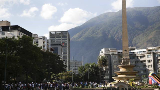 Terremoto de 7.3 atinge a costa norte da Venezuela