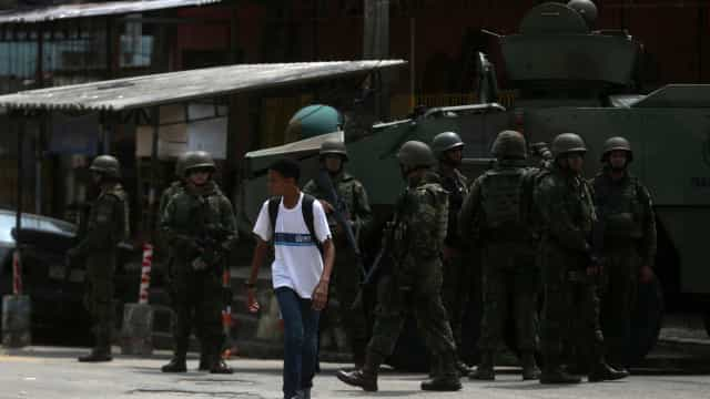 Apoio ao Exército no Rio cai 17 pontos em 10 meses, mostra Datafolha