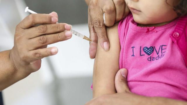 Entenda por que vacinar crianças contra sarampo e poliomielite